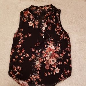 NWOT Staccato sleeveless floral top